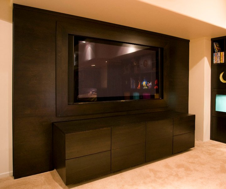 Practical Elegance in a Stylish Entertainment Unit